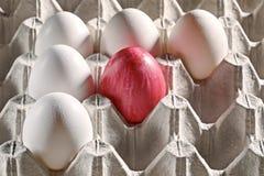 Ovos da páscoa em uma gaveta Imagem de Stock Royalty Free