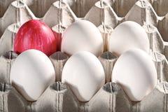 Ovos da páscoa em uma gaveta Imagens de Stock Royalty Free