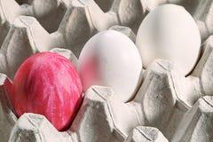 Ovos da páscoa em uma gaveta Fotos de Stock