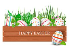 Ovos da páscoa felizes em seguido com texto Ovos da páscoa coloridos no círculo no fundo dourado Fonte da mão Fotografia de Stock
