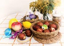 Ovos da páscoa, fruto, estilo retro Fotos de Stock Royalty Free