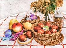 Ovos da páscoa, fruto, estilo retro Fotografia de Stock