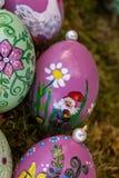 Ovos da páscoa handpainted fotos de stock