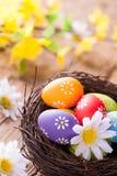 Ovos da páscoa na madeira Foto de Stock Royalty Free