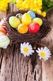 Ovos da páscoa na madeira Imagens de Stock Royalty Free