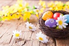 Ovos da páscoa na madeira Imagem de Stock Royalty Free