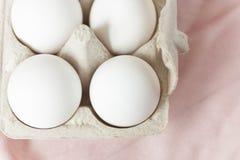 Ovos da páscoa no fundo pálido Imagem de Stock Royalty Free