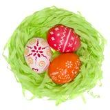 Ovos da páscoa no ninho fotografia de stock