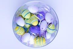 Ovos da páscoa no vaso de vidro Imagens de Stock