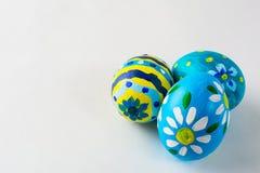 Ovos da páscoa pintados à mão azuis Imagem de Stock
