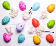 Ovos da páscoa pintados nas cores Fotografia de Stock