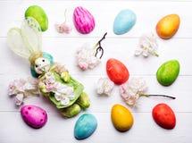 Ovos da páscoa pintados nas cores Imagem de Stock