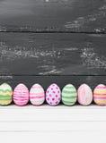 Ovos da páscoa pintados nas cores pastel Imagens de Stock