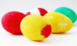 Ovos da páscoa pintados no branco Foto de Stock