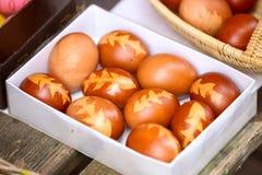 Ovos da páscoa tingidos cebola Fotografia de Stock