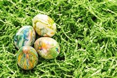 Ovos da páscoa tingidos em nó Foto de Stock Royalty Free