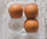 Ovos de Brown na tabela Fotografia de Stock Royalty Free
