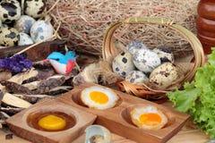 Ovos de codorniz e ovos de codorniz fritados de delicioso Foto de Stock Royalty Free
