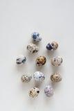 Ovos de codorniz no fundo de pedra Foto de Stock