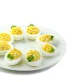 Ovos de Deviled com salsa em uma placa fotografia de stock
