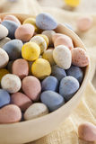 Ovos de doces festivos da Páscoa do chocolate imagem de stock royalty free