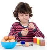 Ovos de Easter de decoração adoráveis da criança Fotos de Stock Royalty Free