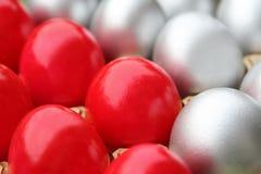 Ovos de Easter de prata e vermelhos Imagens de Stock Royalty Free
