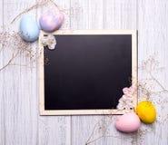 Ovos de Easter decorados na grama Imagem de Stock Royalty Free