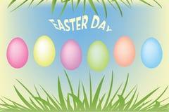 Ovos de Easter e grama verde Fotografia de Stock Royalty Free