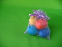 Ovos de Easter em um saco pequeno fotos de stock