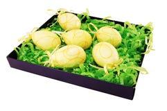 Ovos de Easter em uma caixa. Imagens de Stock