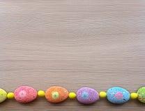 Ovos de Easter em uma fileira Fotos de Stock