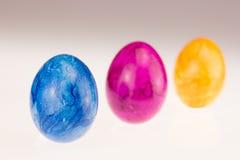 Ovos de Easter em uma fileira Fotografia de Stock Royalty Free