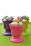 Ovos de Easter em uns copos de ovo Fotografia de Stock Royalty Free