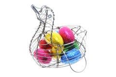 Ovos de Easter na cesta de fio Pato-dada forma Imagens de Stock