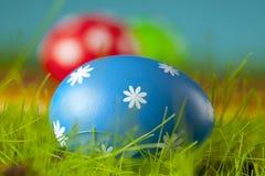 Ovos de Easter na grama Imagens de Stock
