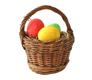 Ovos de Easter pintados na cesta Fotografia de Stock Royalty Free