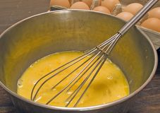 Ovos de mistura fotografia de stock