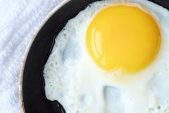 Ovos deliciosos para o café da manhã em uma frigideira Imagens de Stock Royalty Free
