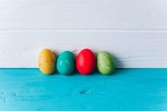 Ovos do conceito da Páscoa em um fundo de madeira Foto de Stock