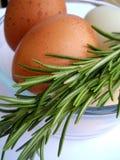 Ovos e alecrins de Brown Fotos de Stock Royalty Free
