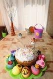 Ovos e bolo decorados Páscoa de easter Fotos de Stock Royalty Free