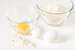 Ovos e farinha da galinha fotos de stock royalty free