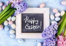 Ovos e flores coloridos de easter Imagens de Stock Royalty Free