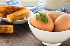 Ovos e leite no fundo de madeira Imagem de Stock Royalty Free