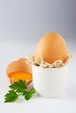 Ovos e salsa no branco imagem de stock