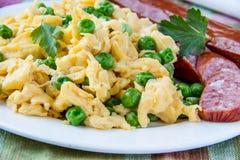 Ovos e salsicha Scrambled imagens de stock royalty free