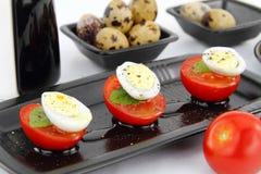 Ovos e tomates de codorniz Imagens de Stock Royalty Free