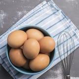 Ovos em uma bacia Imagem de Stock Royalty Free