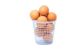 Ovos em uma cesta azul Imagens de Stock